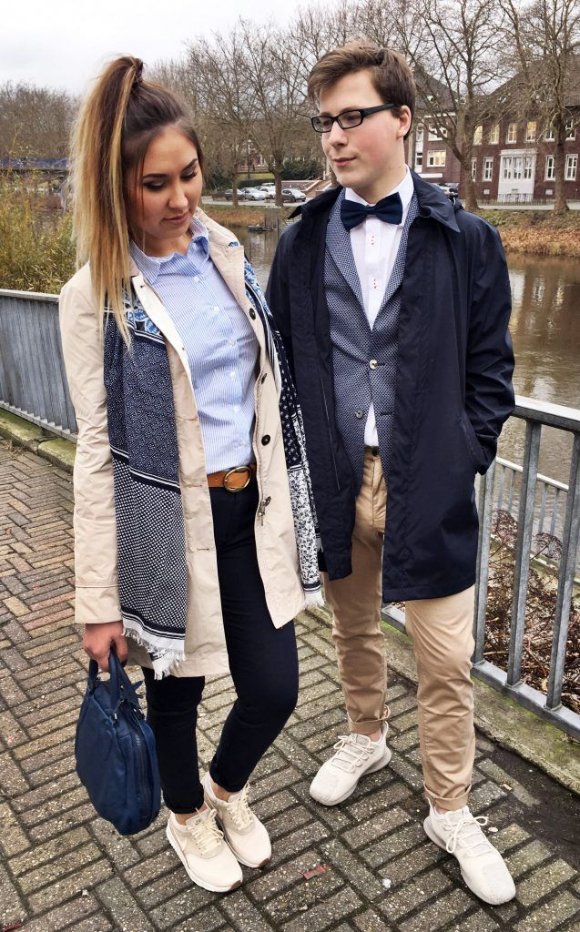 43a38caec203 Outfit der Woche! Diana: Trenchcoat, Hose, Hemdbluse, Schal & Gürtel ...
