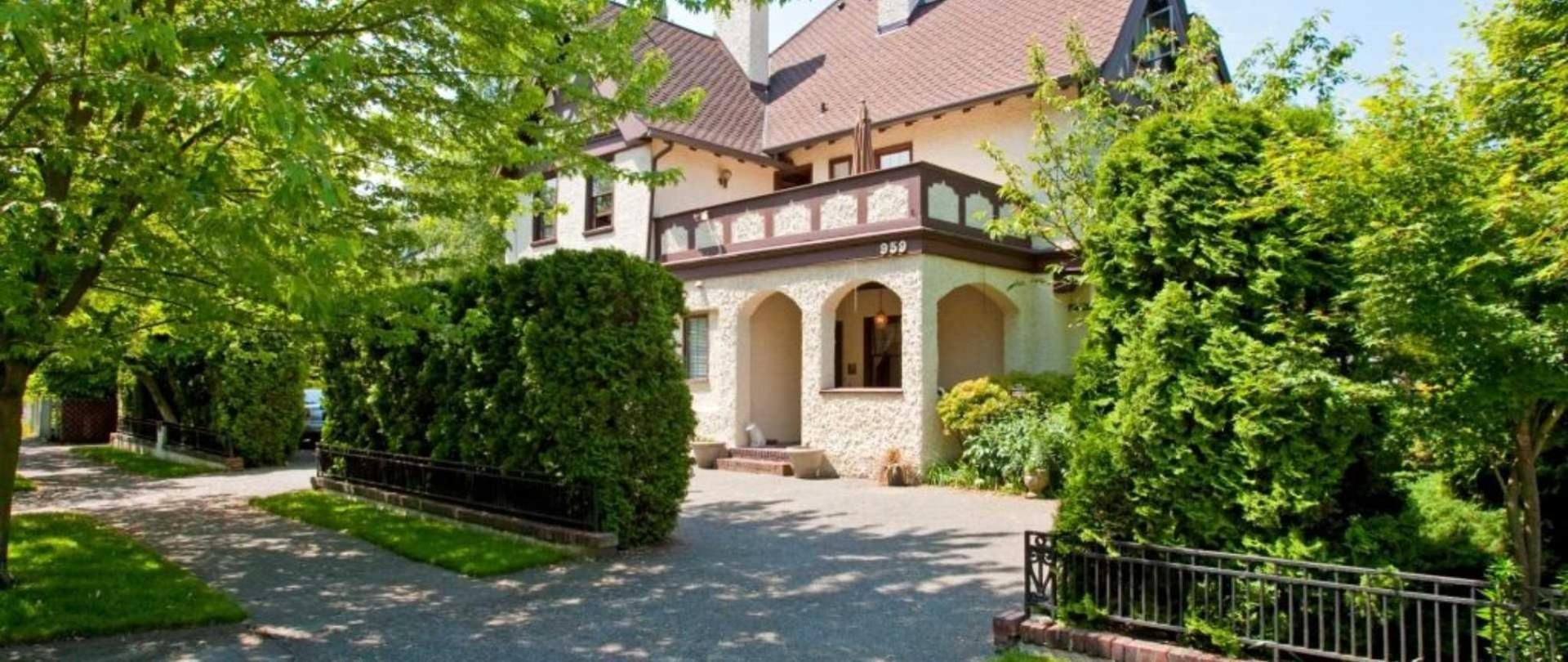 The Bacon Mansion Bed and Breakfast on Seattle's Capitol