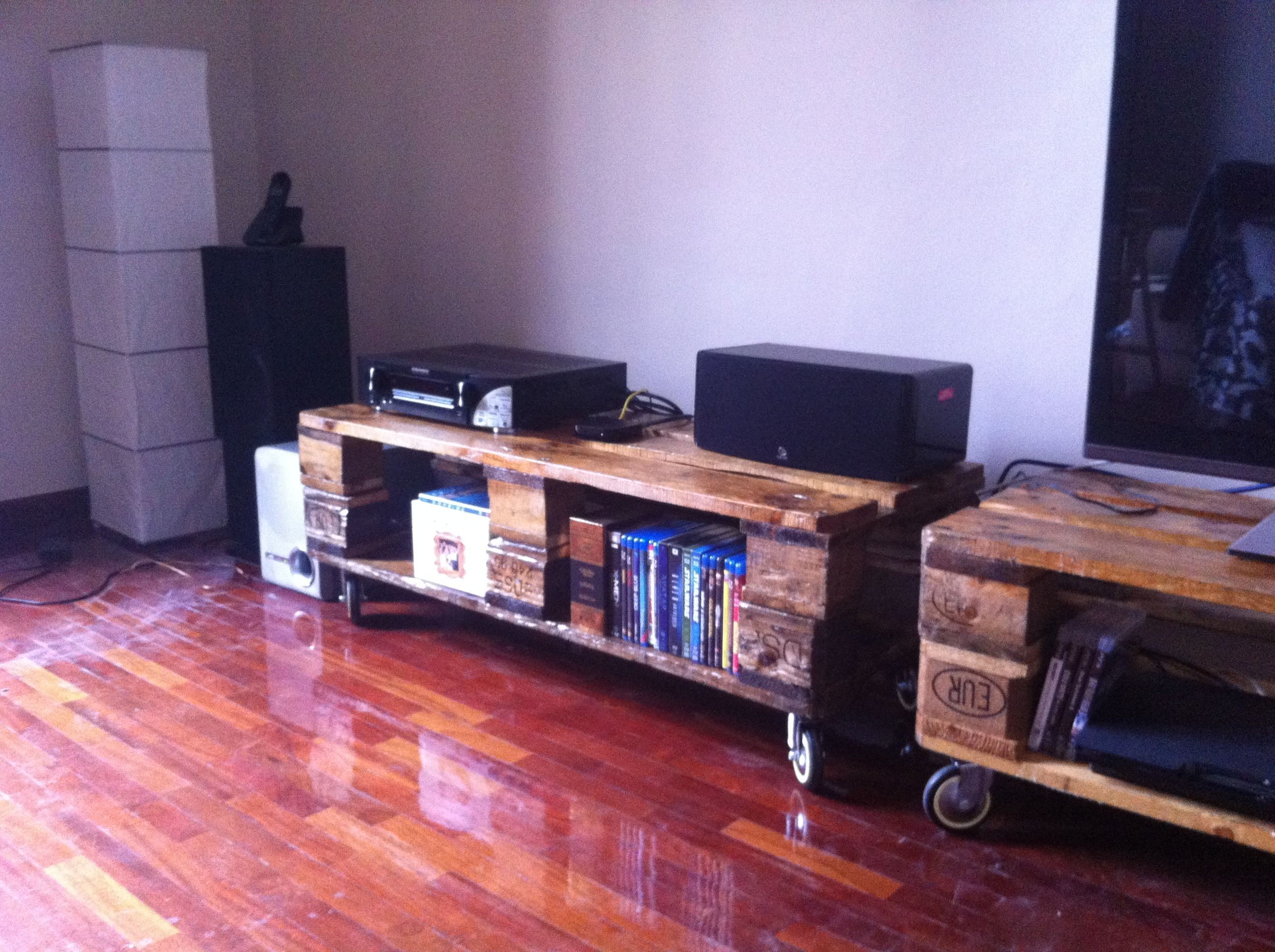 Mueble tv con palets reciclados decoraci n pinterest tv - Muebles de madera reciclados ...