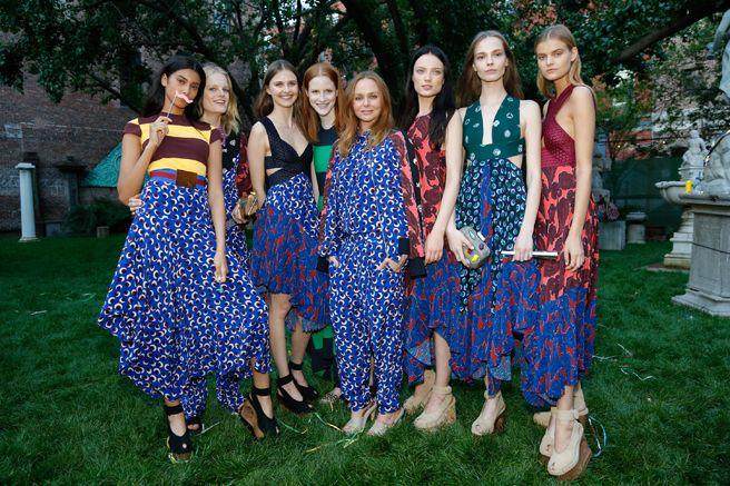 Stella McCartney Garden Party - Backyard Entertaining Tips - ELLE DECOR