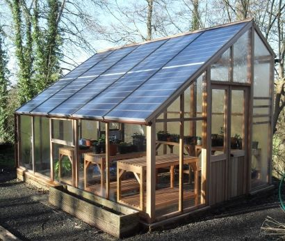 Solar Greenhouse A Uk Based Inventor Came Up With A Novel Solution That Allows Gardening Enthusiasts To Grow Pla Solar Greenhouse Greenhouse Plans Greenhouse