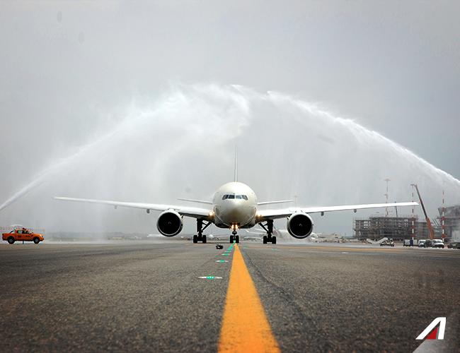 Col #watercannon possiamo salutare il nostro aereo e dare il benvenuto a #CittàdelMessico. With the traditional watercannon the first direct #flight to #MexicoCity is ready to #takeoff.