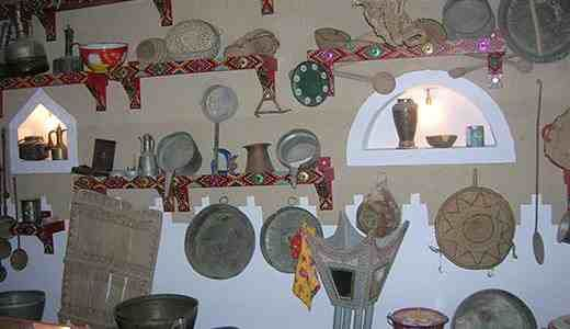 دليل لايفوتك متحف يوسف عبد الرحمن المشوح يقع هذا المتحف بمحافظة الدوادمي ويمتلكه يوسف عبد الرحمن المشوح عبارة عن مبنى شعبى كب Home Decor Decor Furniture