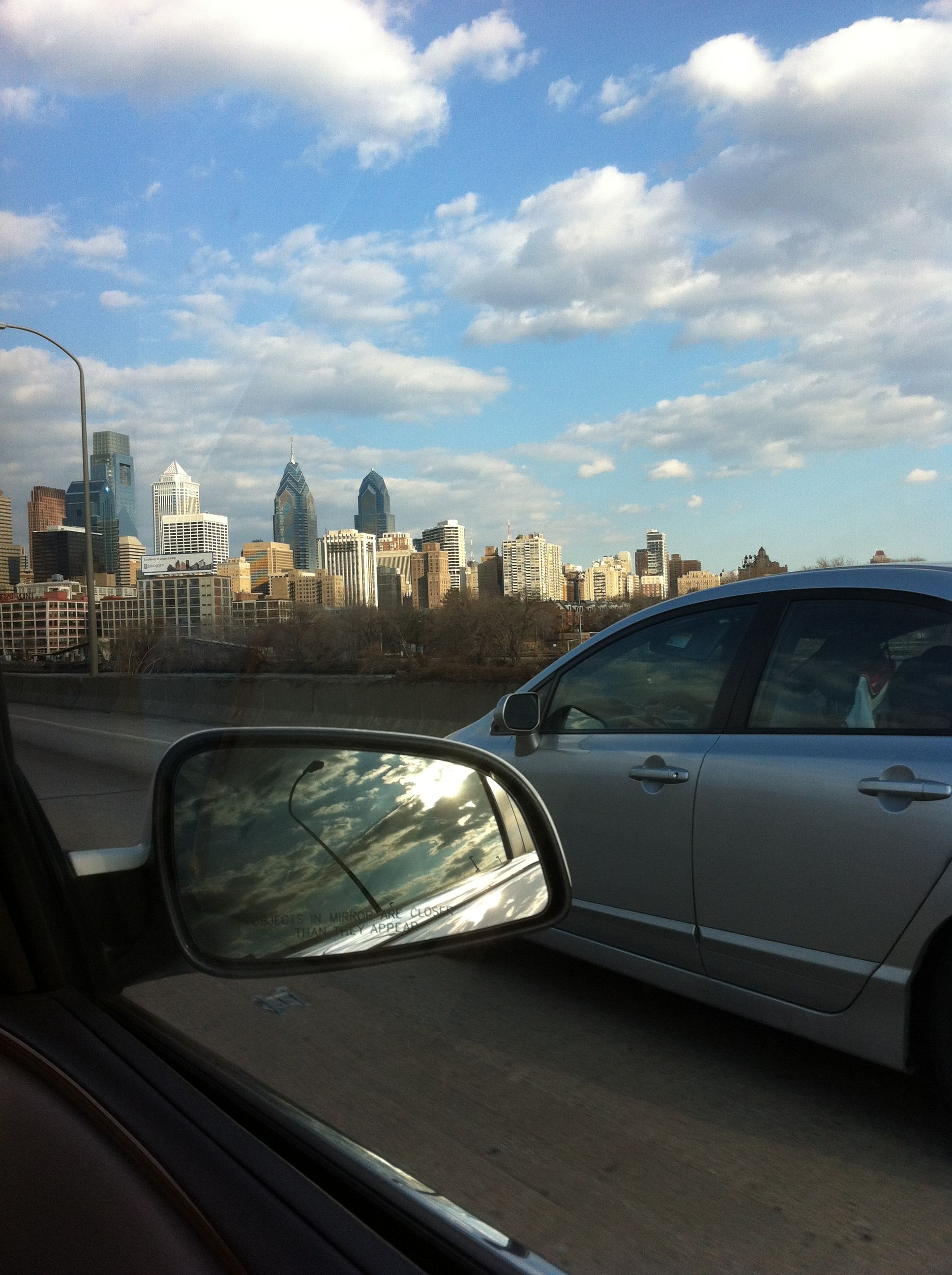 Illadelphia #home #city #philadelphia #skyline This is what all of the skyline pics of my city look like.
