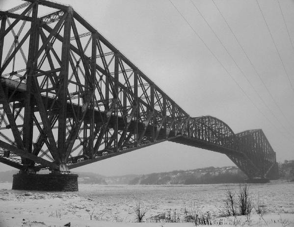 *****Quebec city old bridge during