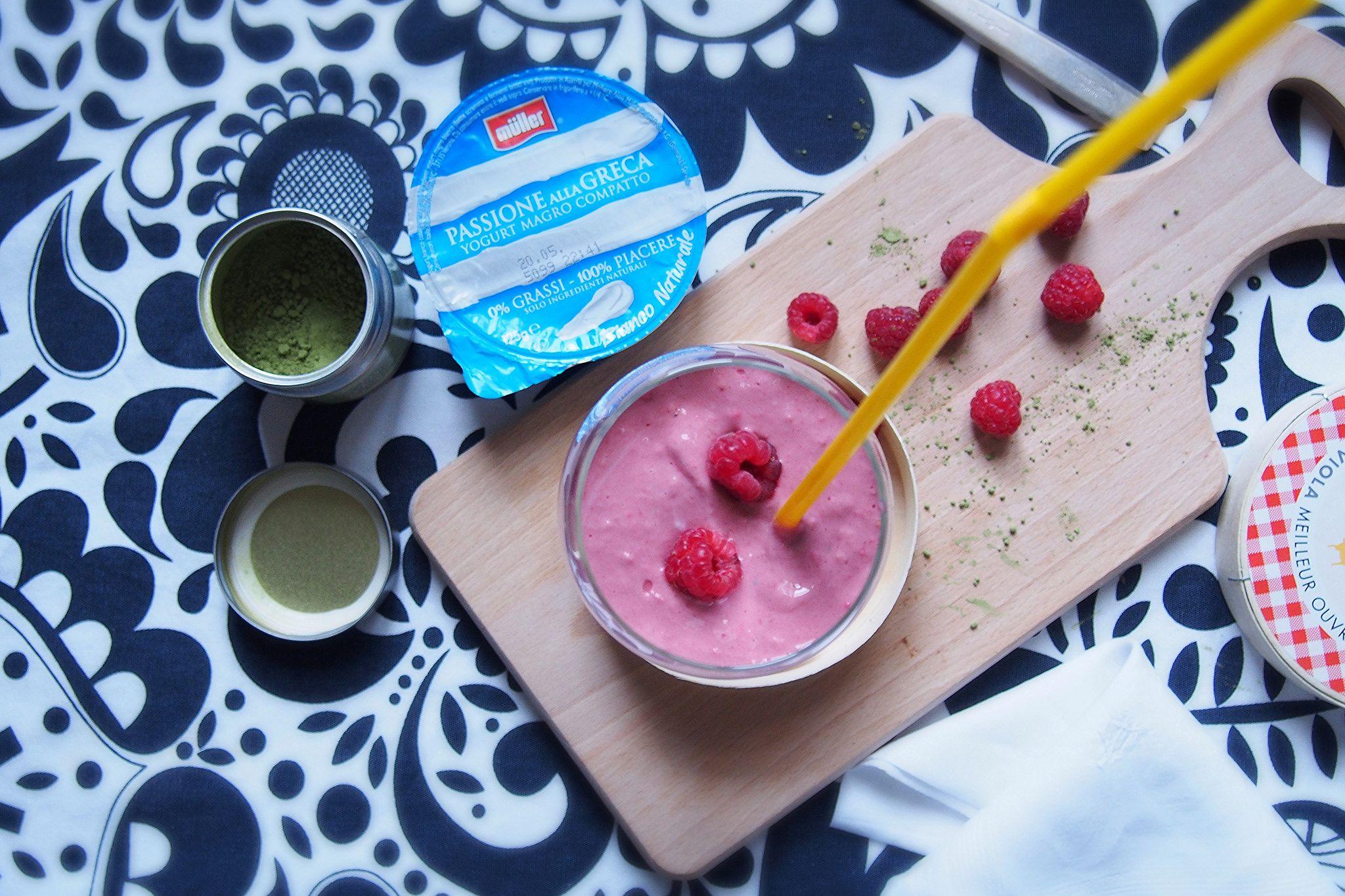 My Pink Smoothie: colazione energetica preparata con Passione alla greca bianco naturale 0% e lamponi