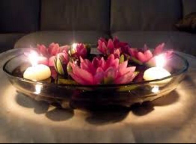 Floating Candles In Large Flat Bowl With Flowers Hochzeits