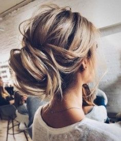 34 Cute and Easy Long Hairstyles for School Cute and Easy Long Hairstyles for School Finally, on your first day to school, you need to be early to class. In addition, you are not going to be with these concepts for recent high school hairstyles. For everyone here, early morning school is difficult. In a particular issue, the hairstyles and touch ups have to be accomplished to save time. Look at your finest with any extremely simple hairstyles in less than 10 minutes. #firstdayofschoolhairstyles