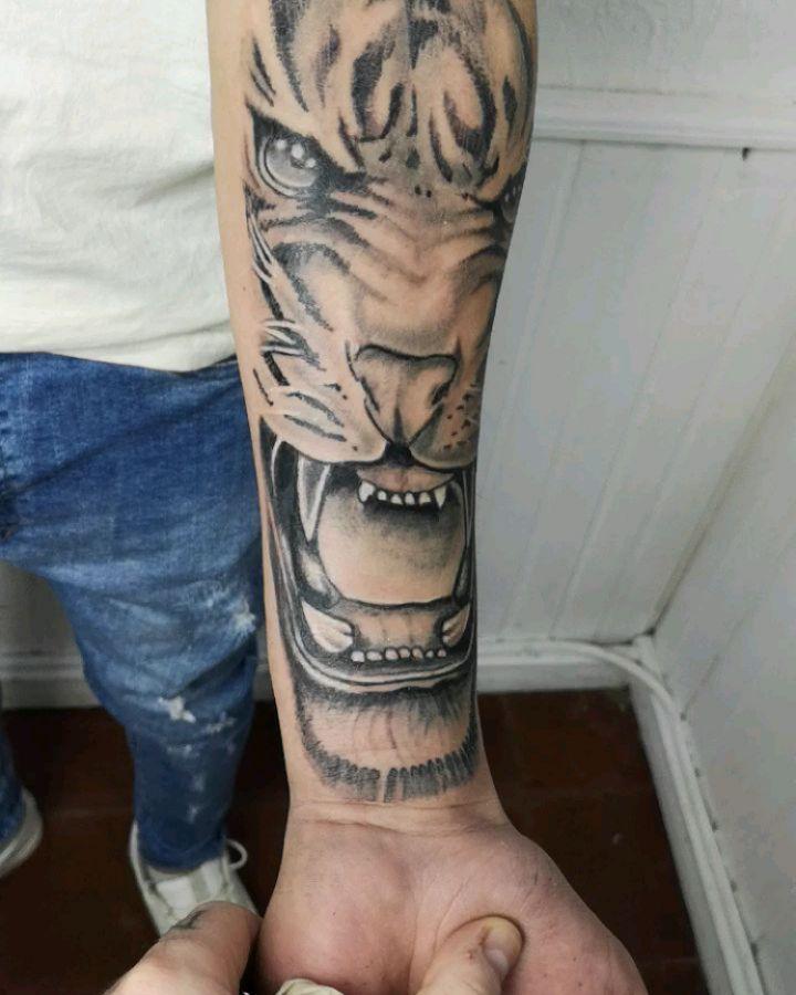 #blackandgraytattoo #realismotattoo #tigertattoo #tattoolife #tattooink