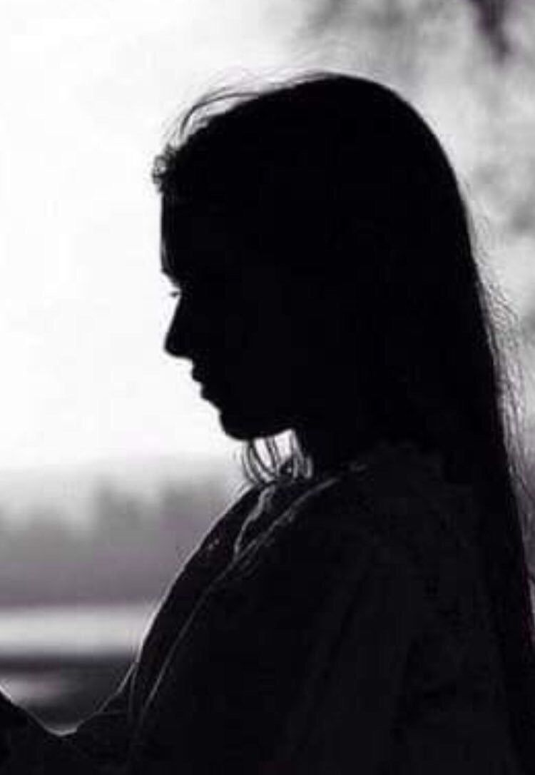 Pin By Fayrouz On ابيض واسود Human Silhouette Black And White Image