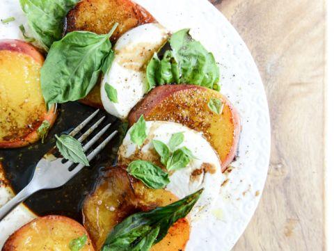 caramelized peach caprese salad 👍🏼🍑🍴