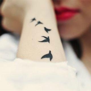 tatoo. Tatouage OiseauIdée TatouageTatouages femmeTatouage PoignetLe