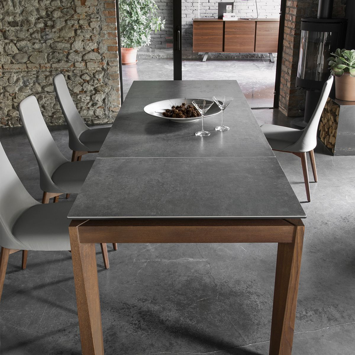 Esteso Wood Features An Ingenious Extension Mechanism That Allows You To Choose From Three Sizes Seating Up To 10 Guests The Top Furniture Dining Table Table