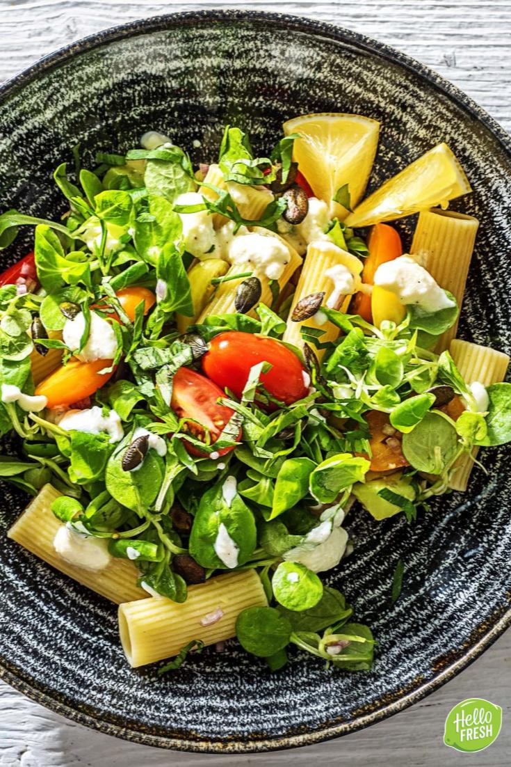 Pastasalade met avocado en ricotta Recept voor gezonde maaltijdsalade met pasta avocado en ricotta  snel klaar  makkelijk  easy  gezond  fit  fitness  proteïne  sala...