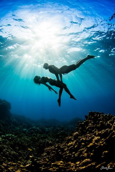 XO - Photography by +Sarah Lee sarahleephotography.com Happy belated Valentines day! #underwaterphotography #hawaii #love
