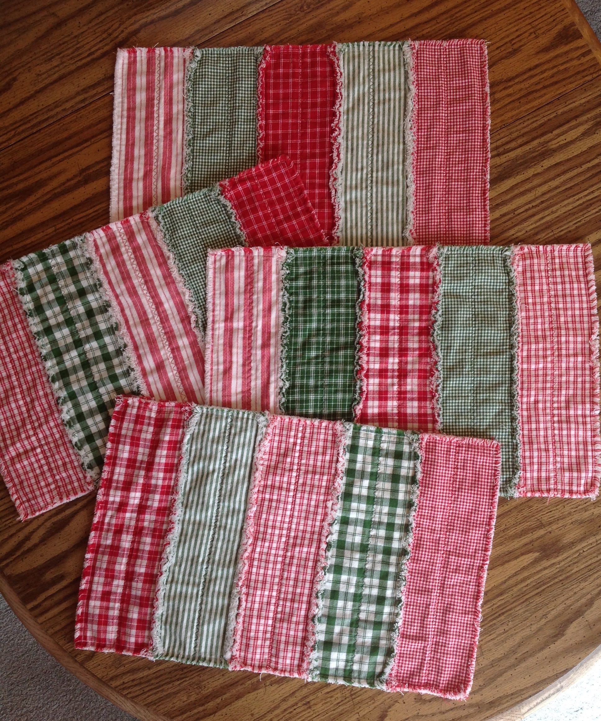 Set 4 Christmas Placemats, Quilted Placemats, Red Green Placemats ... : country quilted placemats - Adamdwight.com