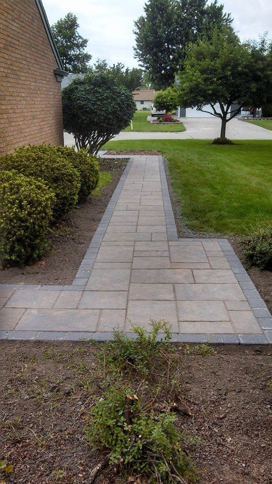 Unilock Beacon Hill Flagstone Paver With Accent Paver