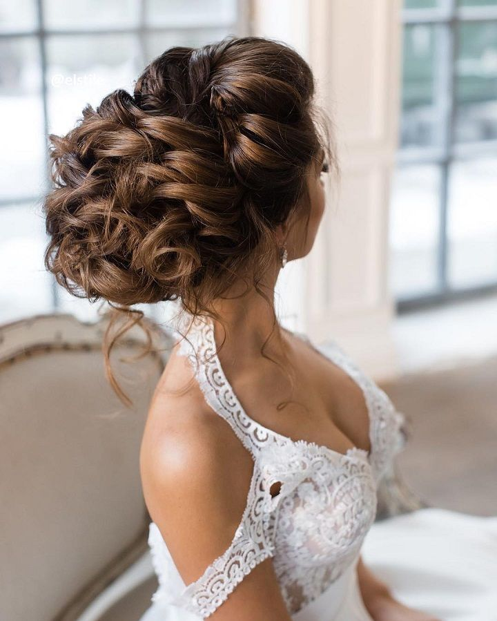Curly updo wedding hairstyle - Loose messy bridal hair updo | fabmood.com #messyhair #messybridalhair #loosebridalhair #weddinghairstyle #weddinghair