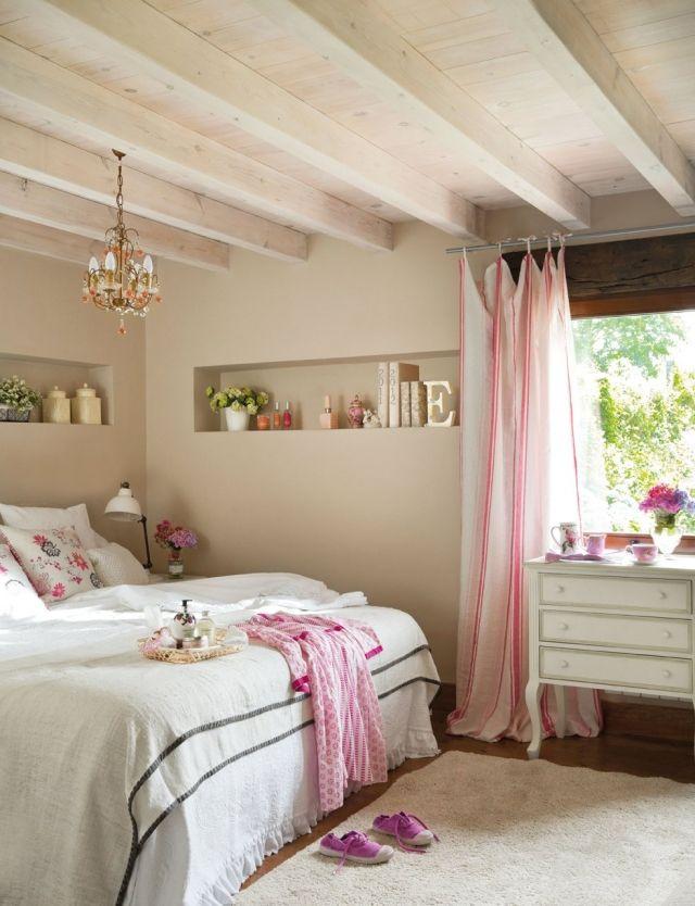 Schlafzimmer Ideen Gestaltung Shabby Chic  Kronleuchter Wandnischen Rosa Akzente