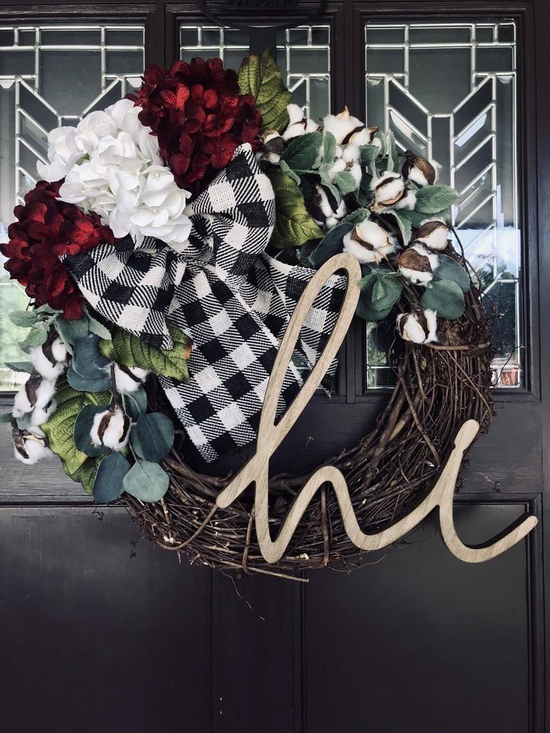 """Photo of Frühlingskranz für die Haustür mit """"Hi"""" -Text und großem Bogen in der Farbe Ihrer Wahl, Buffalo Check, Osterkranz"""
