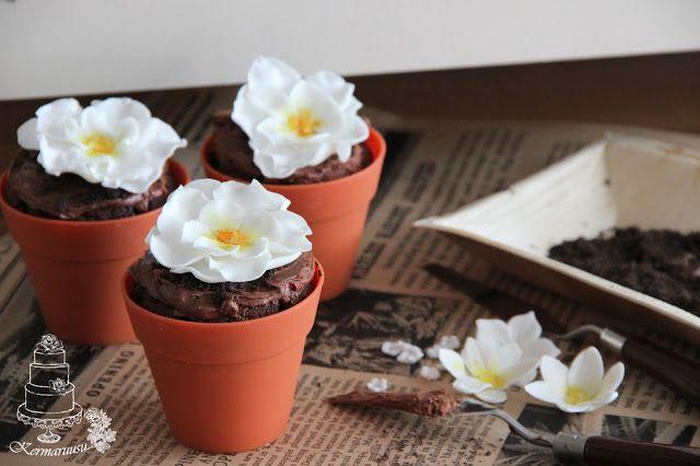 Flowers chocolate muffins