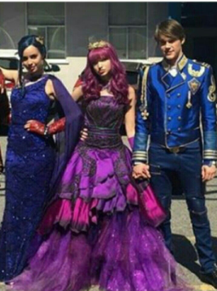 King Ben and Princess Mal with their friend Evie | King Ben