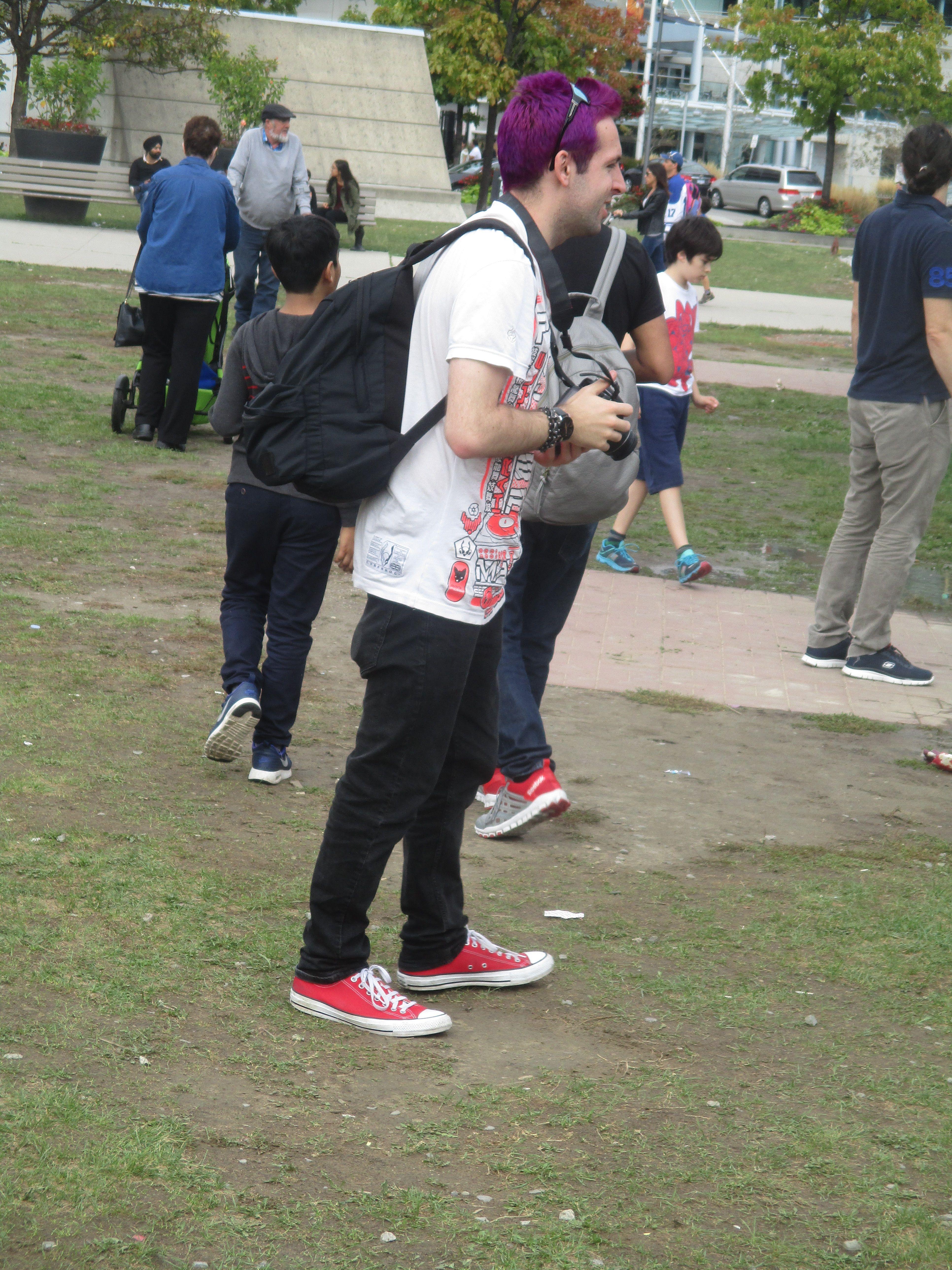 255f72deaf0aa TOURIST in red Converse
