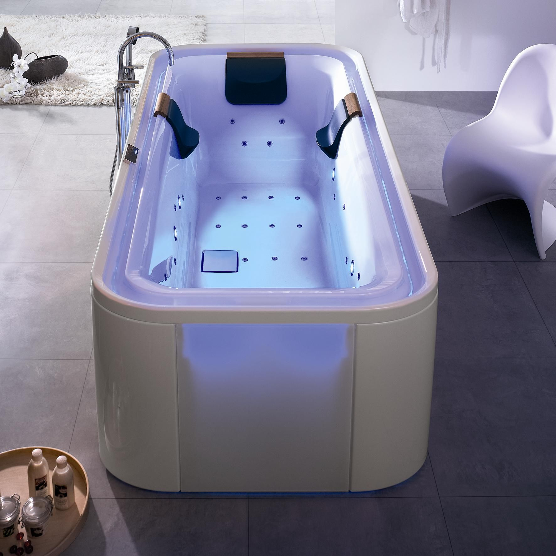 Vanny I Poddony Hoesch Vanny Bolshih Razmerov Hogart Art Interiordesign Design Apartment House Bathroom Bathtub Hoesch Badewanne Whirlpool Badezimmer