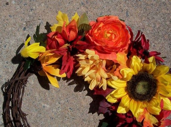 BARBED WIRE Wreath. Fall Wreath. Summer Wreath. Autumn Decor. Sunflowers, Cornflowers, Mums, etc.