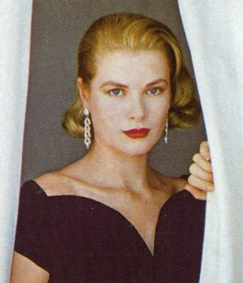Grace Kelly in her Hollywood Hills home,1955.Grace by Howell Conant.