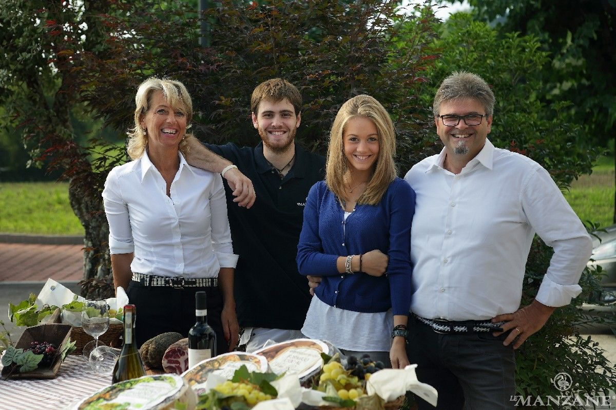 Le Manzane, TO BE HAPPY La famiglia Balbinot al completo: Silvana, Marco, Anna e Ernesto