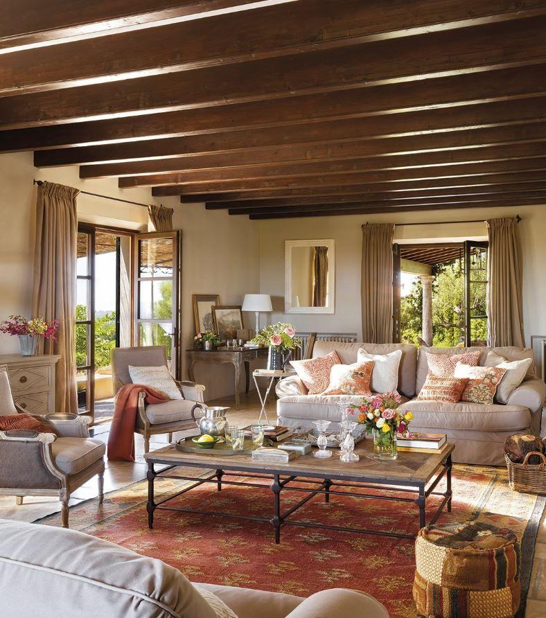 Spanskt hus p mallorca med ett vardagsrum med mycket - Idea casa biancheria mestre ...