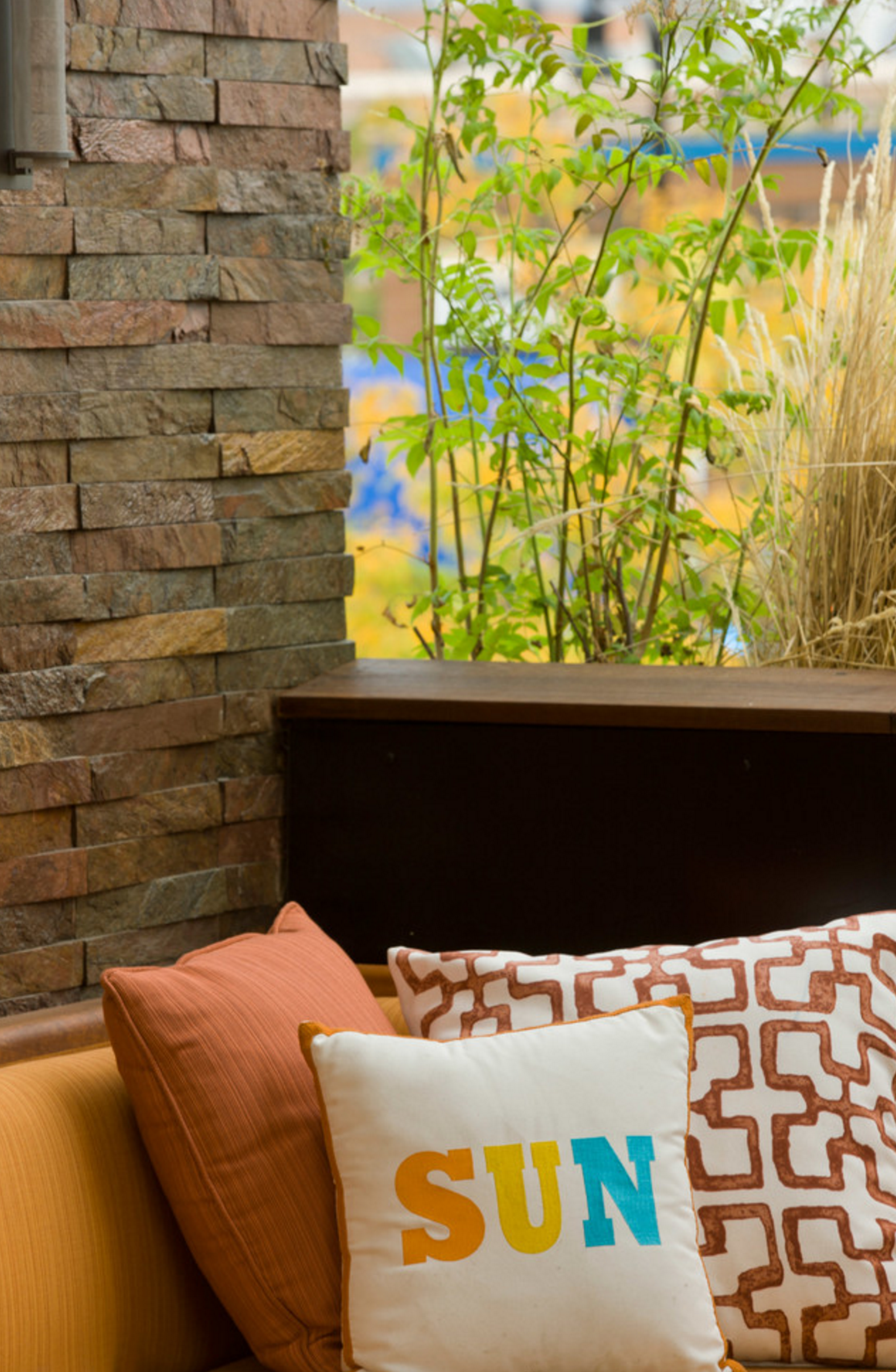 Outdoor seating area island stone vtile quartz copper crqc