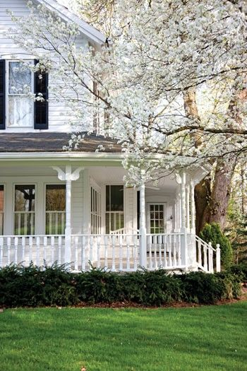 I love big, white, rambling farmhouses. And I love cherry trees in bloom. And this reminds me of Green Gables. ♥