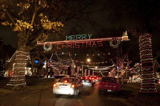 7 U S Neighborhoods With Amazing Christmas Lights Displays Baby Gizmo Best Christmas Lights Christmas Lights Christmas Light Displays