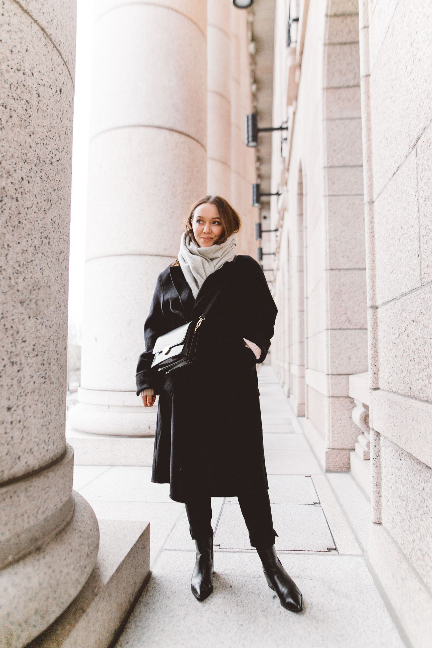 Other Stories Scandinavian Fashion Scandinavian Style Winter Fashion Black Cashmere Coat H M Scandinavian Fashion Black Fashion Black Coat Outfit Winter