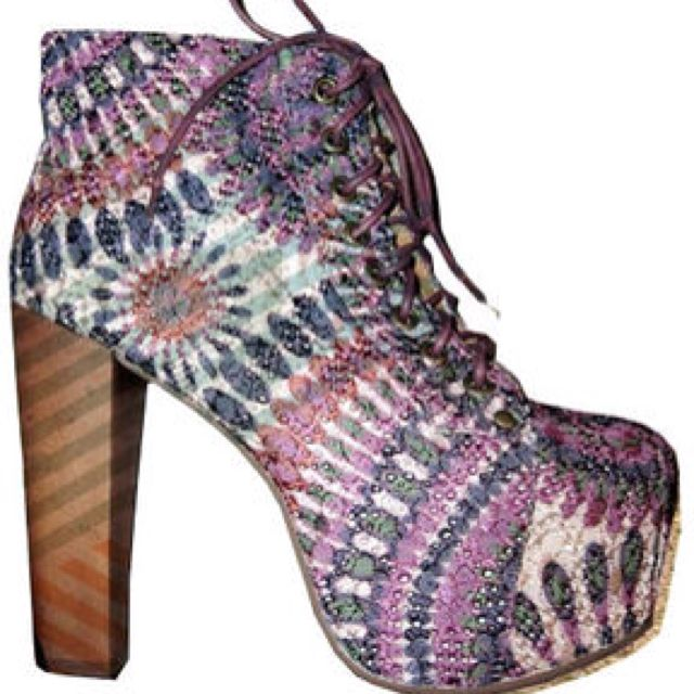 I saw these in a little shop in Cali, I would kill for these Jeffrey Cambell heels