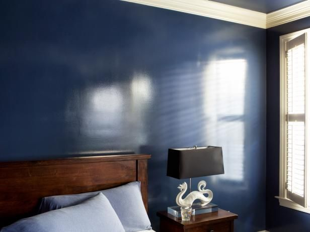 How To Add A Wet Effect To Walls With Glossy Paint Glossy Paint Interior Wall Paint Dark Blue Walls