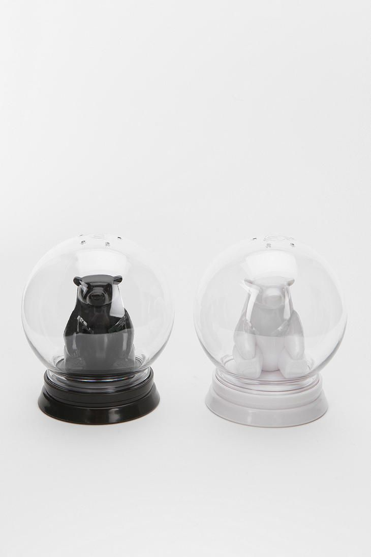 Snow Globe Salt And Pepper Shaker Set Of 2 So Ridiculously Cute Omg Salt And Pepper Shaker Snow Globes Funky Kitchen Gadgets
