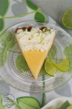Selbstgemachte cremige Key Lime Pie wie in Key West nach altem Rezept mit Limette, Kondensmilch und Butterkeksboden. Super erfrischend für den Sommer. Wenig Zutaten, aber großer Genuss. Die Gäste werden begeistert sein! Nicht zu sauer, nicht zu süß!