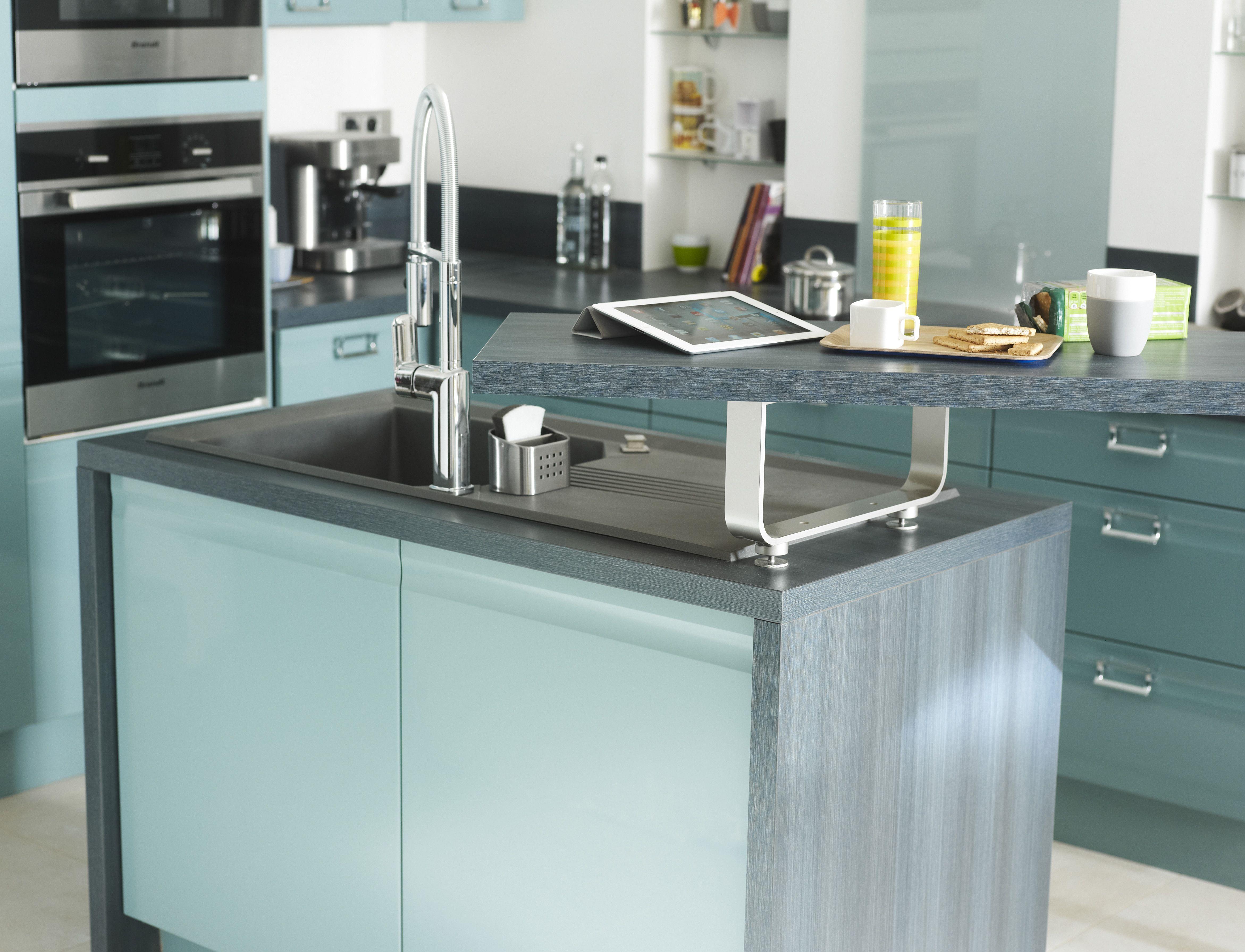 Cuisine ouverte avec ilot central moderne et color e pour donner du pep 39 s votre cuisine - Cuisine a donner ...