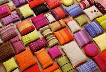 We love the colorful cushions! | COJINES | Pinterest | Hacer