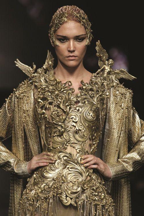 haute couture gold kleider pinterest barock sportliche winterbekleidung und kleider. Black Bedroom Furniture Sets. Home Design Ideas