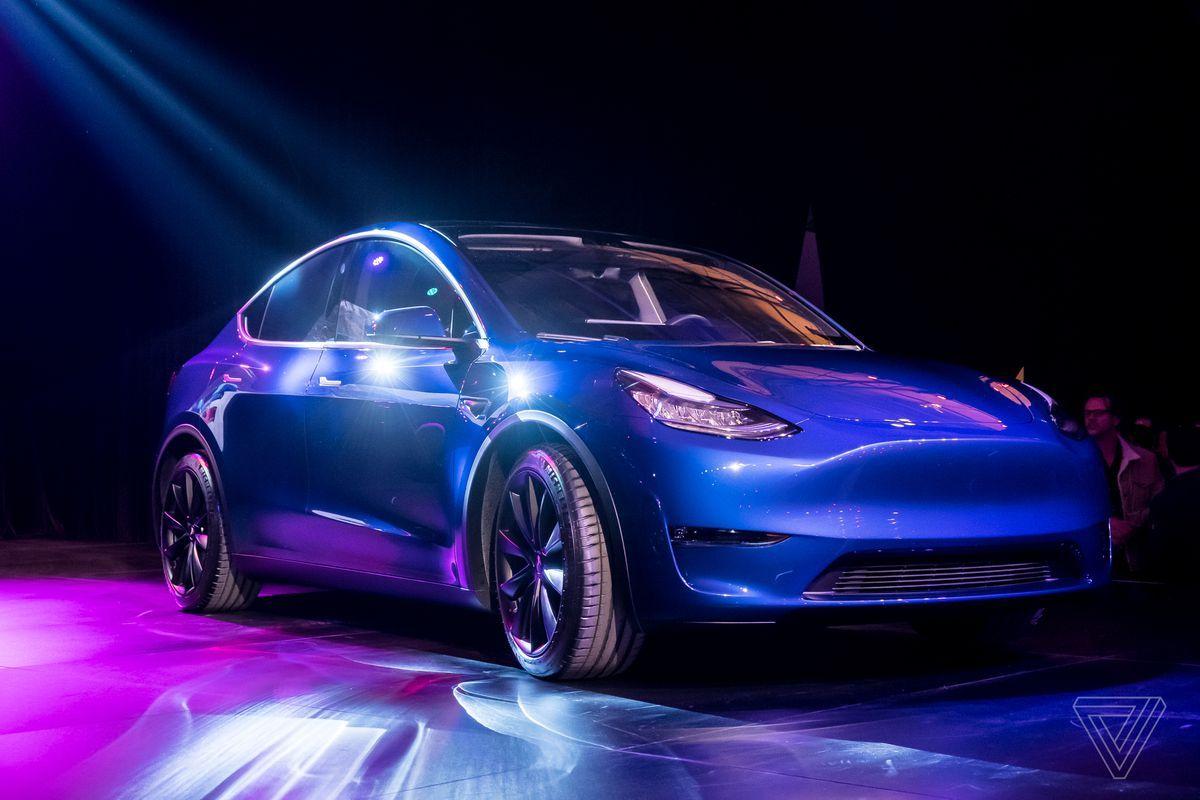 Svelato il SUV Crossover Tesla Model Y HyperWAY Suv