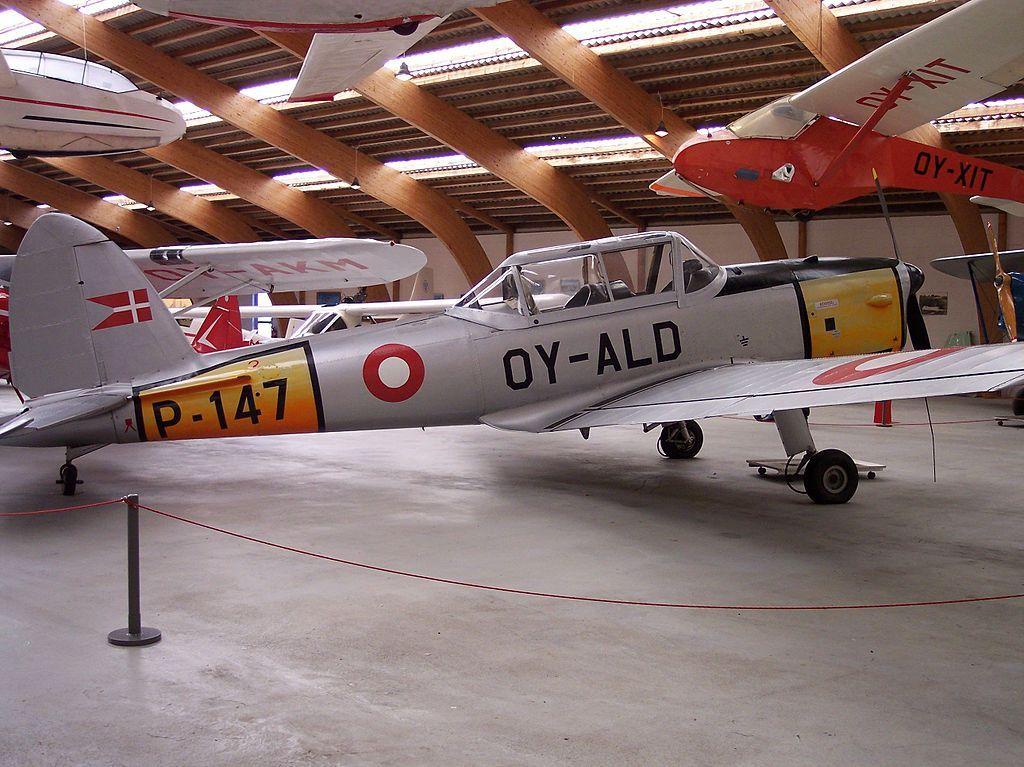 Il de Havilland Canada DHC-1 Chipmunk è un aereo da addestramento basico, progettato e costruito dall'azienda aeronautica canadese de Havilland Canada . È un monomotore ad ala bassa capace di ospitare 2 posti in tandem. Il DHC-1 è stato prodotto in 19 versioni ed è stato impiegato sia in ambito civile che militare sia in ambito nazionale che in molti paesi esteri.