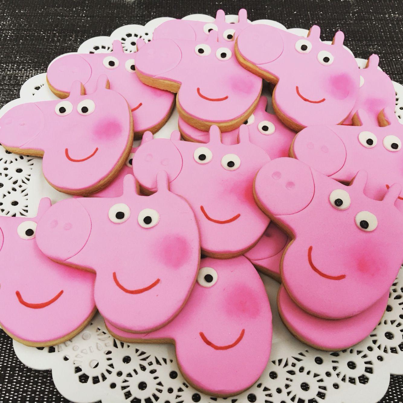 Producción de Peppa Pig.  #peppapig #cerdita #george #rosa #cookies #masitas #vainilla #libertinacandybar #souvenirs #galletas #dibujos #quieroeso #delicioso #yummy #peppa #pasteleria #mesadulce #pattiserie