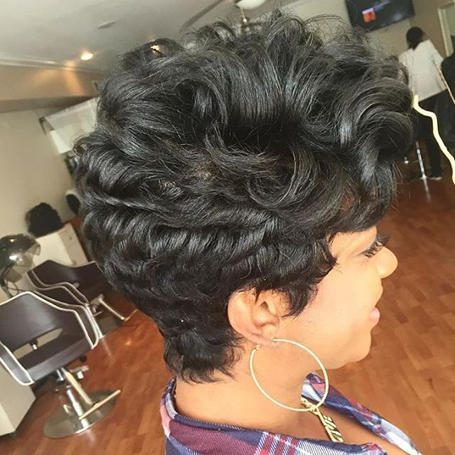 stylist feature love this curly pixie done by phillystylist salonjmoirai love the volume. Black Bedroom Furniture Sets. Home Design Ideas