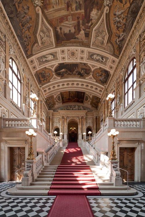 Staircase inside Hofburg Palace in Vienna, Austria | Interno di ...