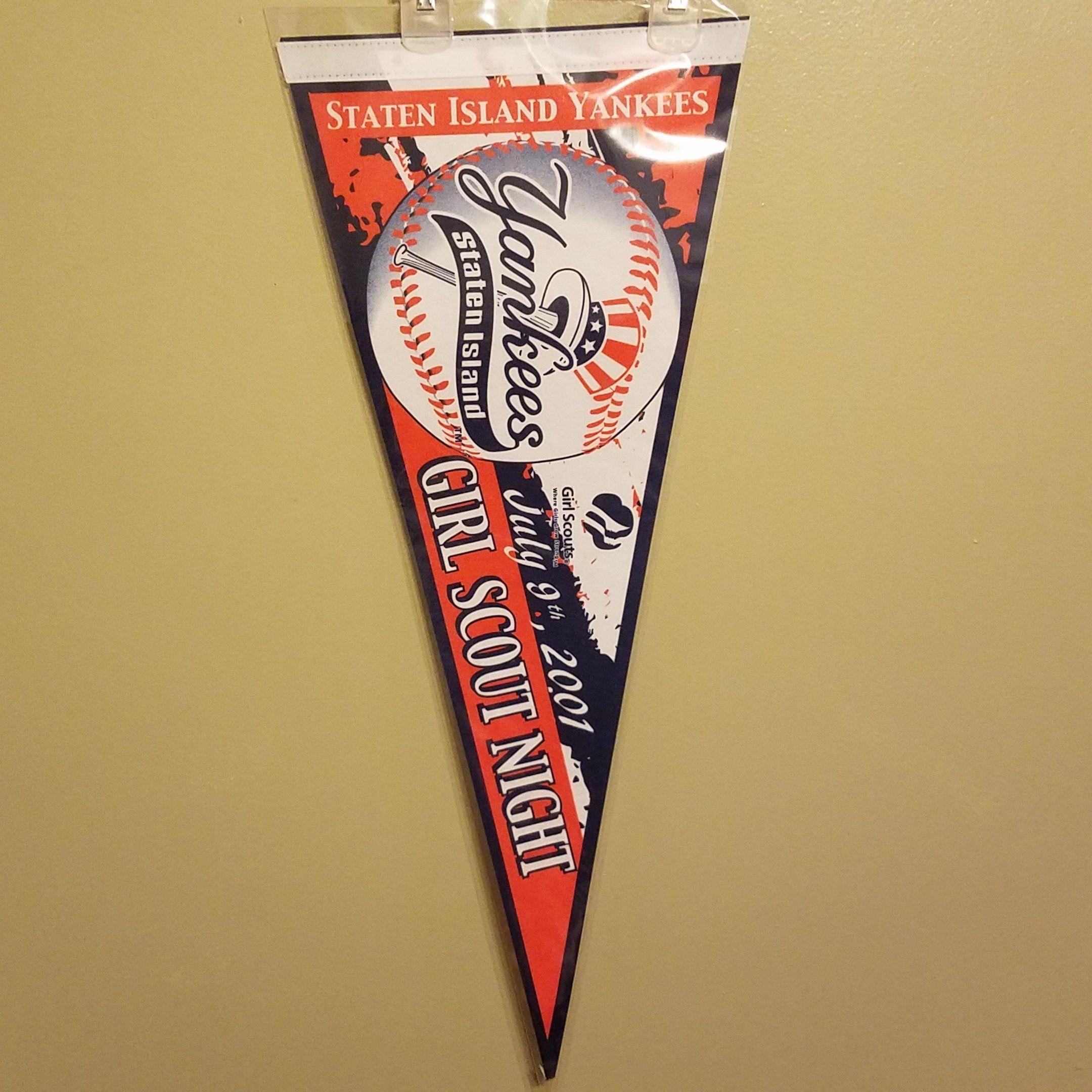 Staten island yankees minor league baseball felt pennant with holder