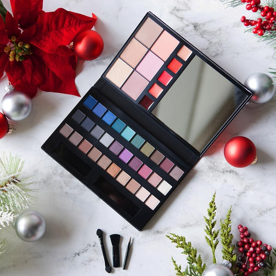 41 shades, infinite #AvonHoliday looks in one gift-worthy palette for the makeup lover in your life.